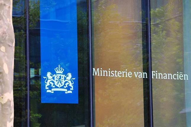 Holanda pospone su plan de limitar las primas a banqueros