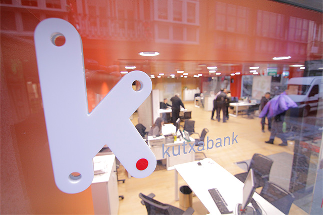 Kutxabank prevé contratar a 110 empleados