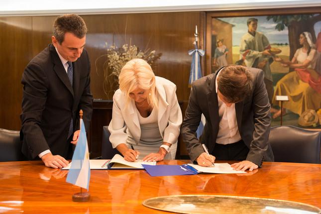 Argentina firma acuerdos de refinanciación con Italia y Dinamarca