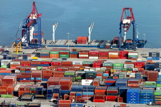 Japón logra un superávit comercial de 4.409 millones de euros