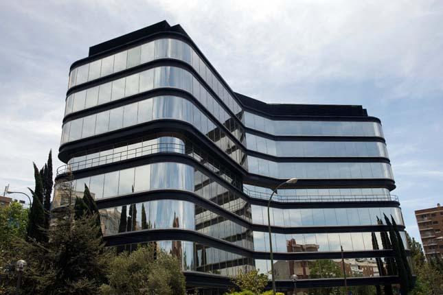 La CNMV reduce un 11,5% sus ganancias en 2016