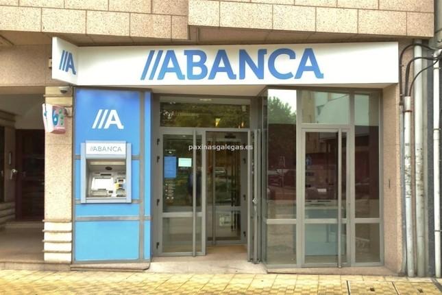 Abanca firma un acuerdo con empresarios de Torrecedeira