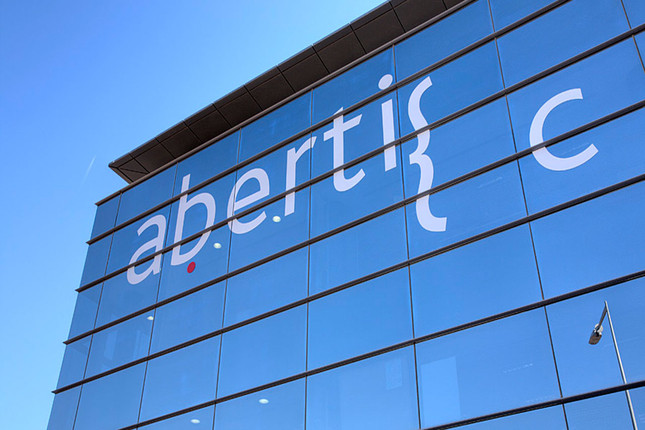 Abertis vende Hispasat a Red Eléctrica por 949 millones