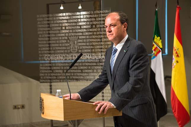 Monago no da por cerrada la integración de Caja Badajoz en Ibercaja