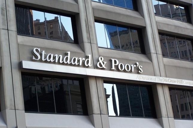 S&P rebaja la nota de varios bancos europeos
