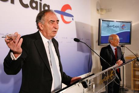 Amado Franco (Ibercaja) recibe la medalla de oro de la Cámara de Zaragoza