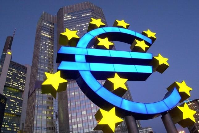 El paro de la eurozona se mantiene en el 8,6%