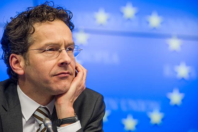Dijsselbloem prevé revisiones del rescate griego a partir de 2016