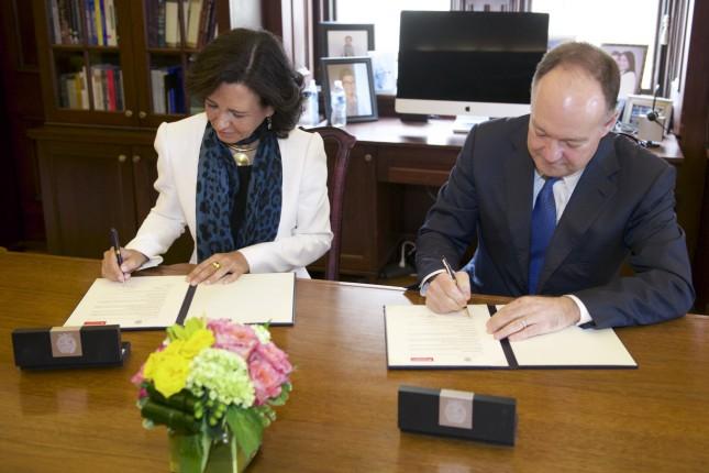 Ana Botín firma acuerdo con la Universidad de Georgetown