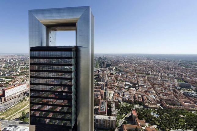 Bankia obtiene 324 millones por el alquiler de la Torre Foster