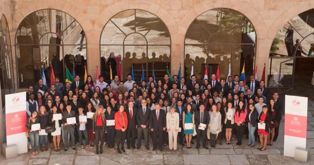 Banco Santander y la USAL entregan 155 becas internacionales
