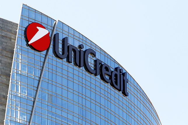 UniCredit gana un 33,6% menos en el primer trimestre