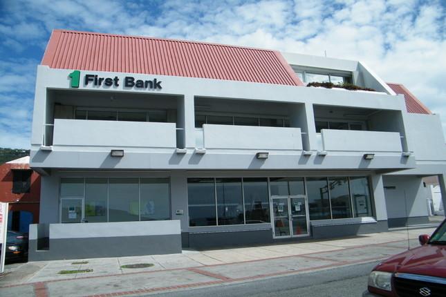 FirstBank obtiene un 95% menos en 2015