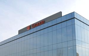 Orange negocia la compra del 65% del negocio bancario de Groupama