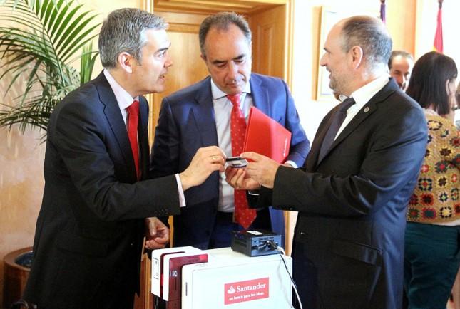 Banco Santander presenta la nueva Tarjeta Universitaria Inteligente en la UIB