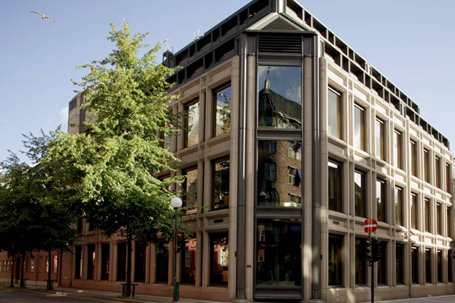 El Banco Central de Noruega baja los tipos de interés