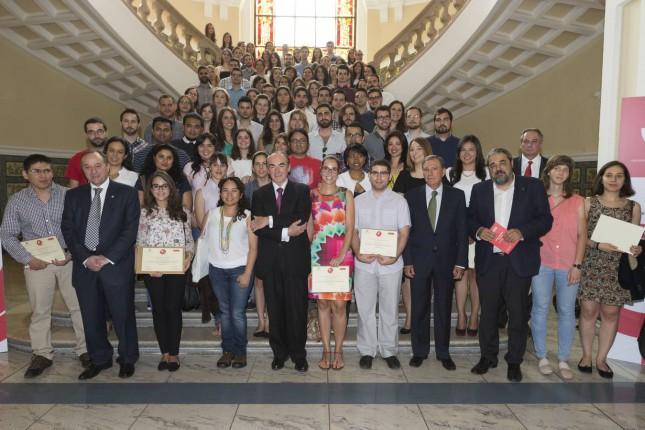 Banco santander y la uva entregan 126 becas a estudiantes for Oficina banco santander valladolid