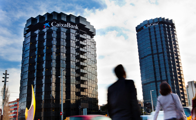 Fitch eleva un escalón el rating de CaixaBank