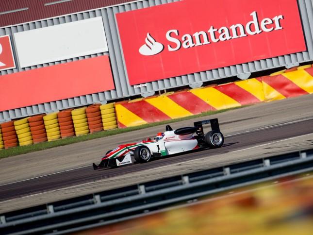 Banco Santander expone cómo la fibra de carbono repercute en el beneficio social