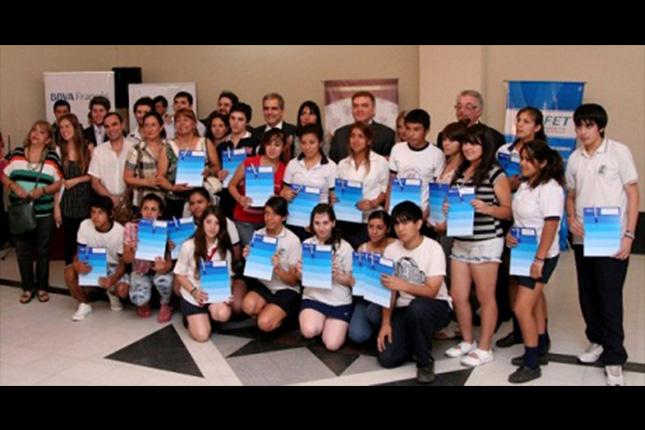 BBVA Francés entrega becas en Argentina