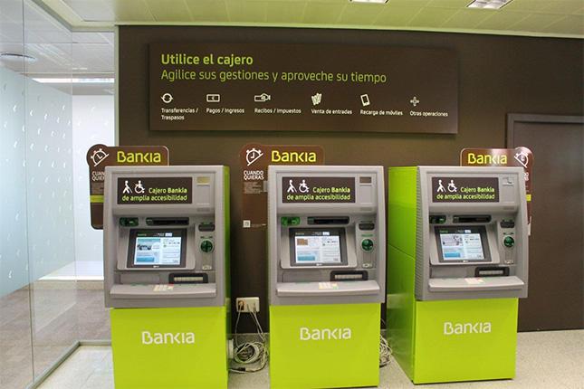 Bankia descarta el cobro a los no clientes por el uso de sus cajeros