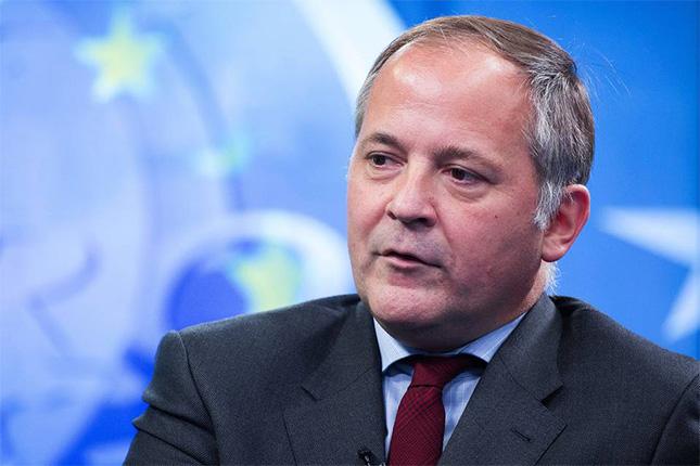 Coeuré: si el BCE baja los tipos, tendrá que considerar el impacto en la banca