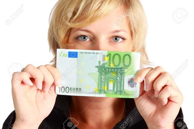 Los billetes de 100 euros en circulación, en mínimos históricos