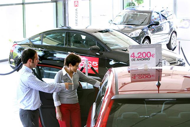 Las ventas de coches bajarán en 1,2 millones al año