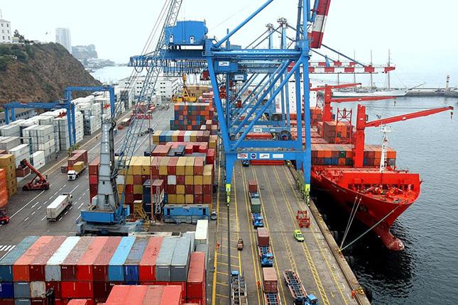 Las exportaciones moderan su caída al 0,9 %