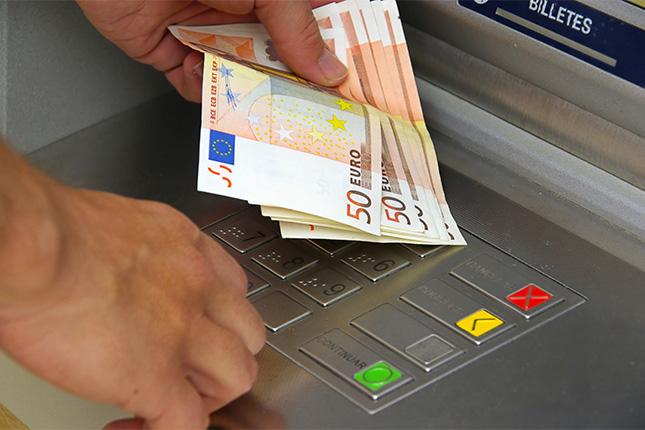 El Banco de España, en contra de la doble comisión en los cajeros