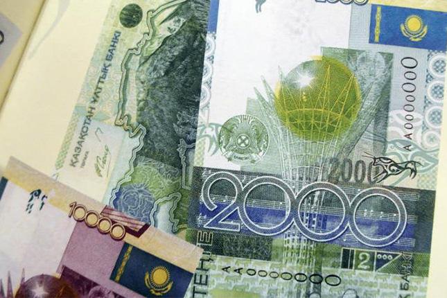 Kazajistán libera el cambio de su moneda