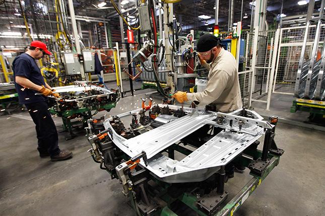 La producción industrial cae un 2% en abril