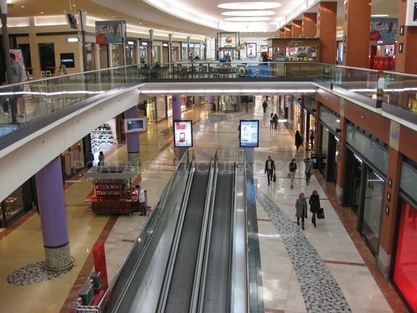 Las ventas en los centros comerciales en España crecen un 1,8%