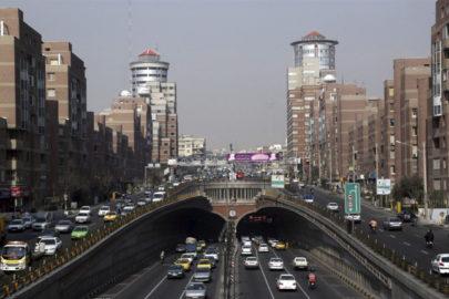 Irán impulsa su economía eliminando los impuestos a la exportación