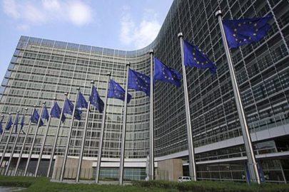 La CE rebaja el crecimiento para la UE y la eurozona