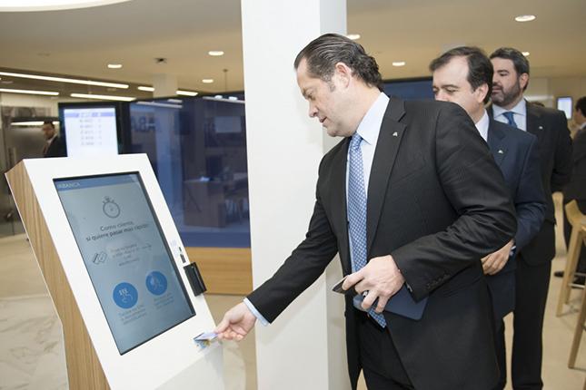 Abanca inaugura nuevo modelo de oficina