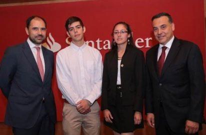 Banco Santander Chile entrega becas de prácticas profesionales
