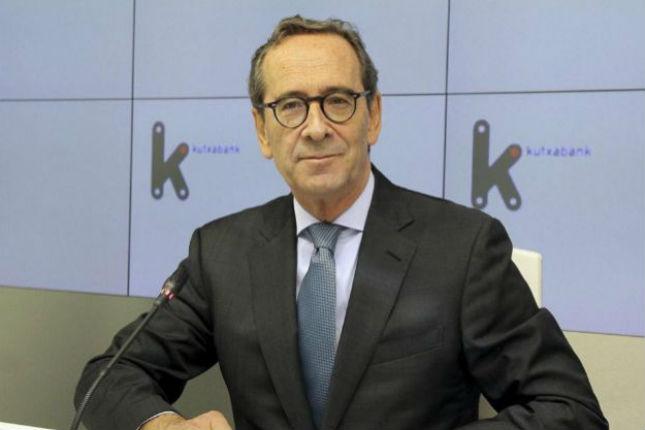 El presidente de Kutxabank reduce un 25% su sueldo