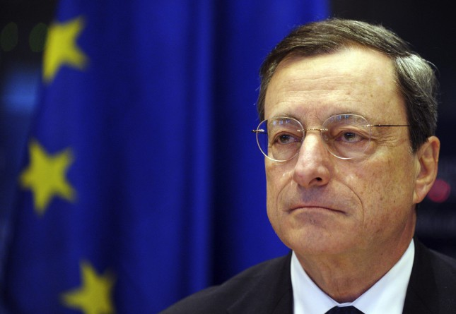 Draghi (BCE) asegura que su política monetaria funciona