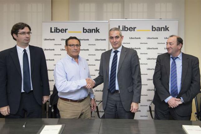 Liberbank firma acuerdo con el Matadero Frigorífico Montes de Toledo