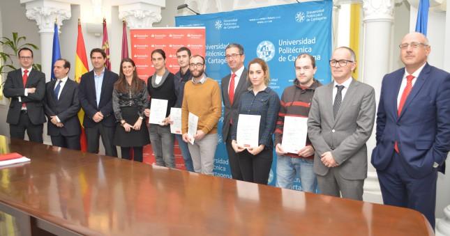 Banco Santander entrega 40 becas a los estudiantes de la UPCT