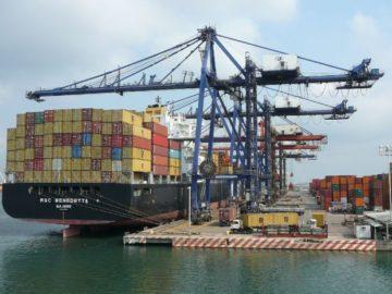 Las exportaciones de EE.UU. caen en 2015