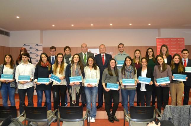 Banco Santander entregan las Becas Alumni en la UIC