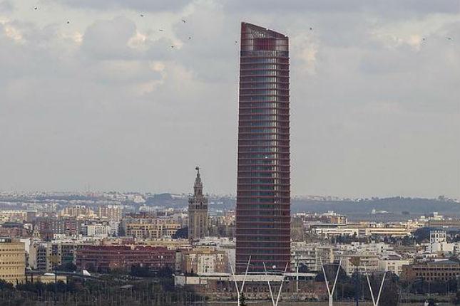 CaixaBank invertirá 350 millones en Torre Sevilla