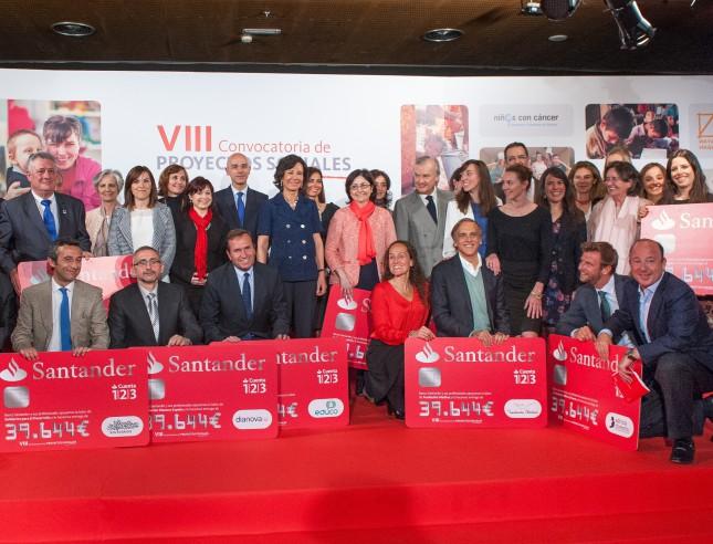 Banco Santander entrega medio millón a proyectos sociales