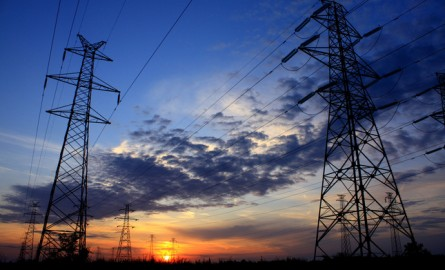Acciona y las eléctricas pujarán por macrocontratos de luz