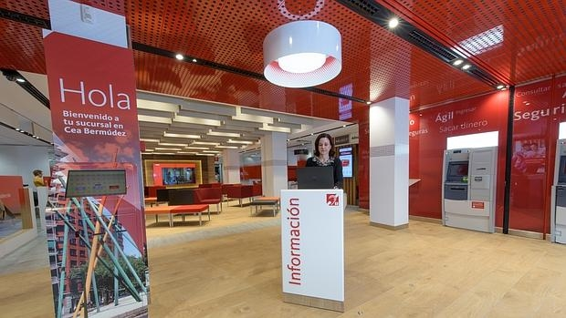 Banco santander espa a inaugura las nuevas oficinas de futuro for Oficina ola santander