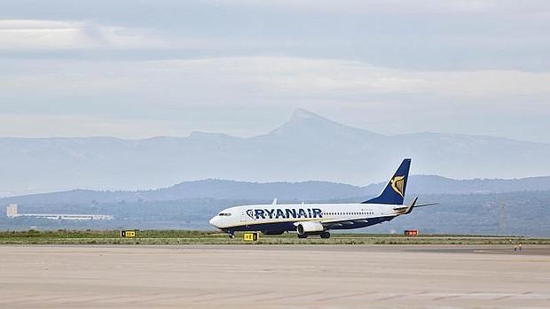 Ryanair abrir rutas desde tenerife sur a belfast y newcastle for Oficina ryanair madrid