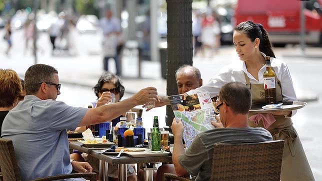El sector servicios español crece en mayo