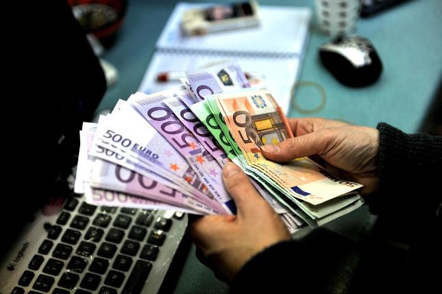 Recorte del 0,9% en los ahorros financieros de las familias españolas